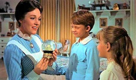 Mary poppins avec enfants boule dans chambre