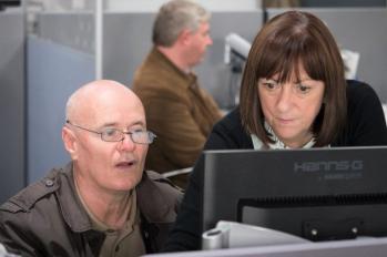 Avec employee ordinateur