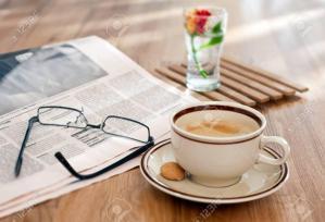 Cafe et journal du matin